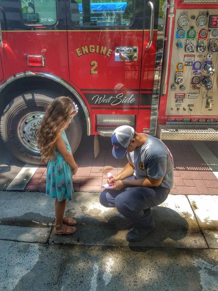 ENGINE 2 SIGNS AUTOGRAPHS