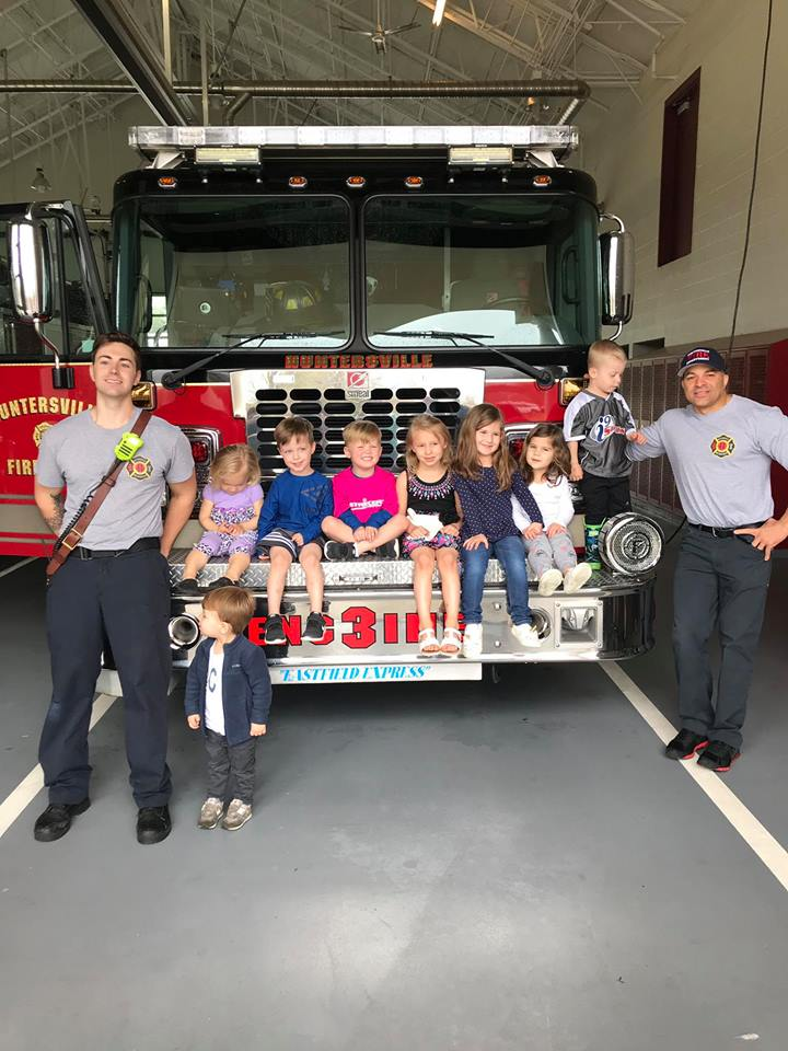 SKYBROOK KIDDOS VISIT THE 3-HOUSE