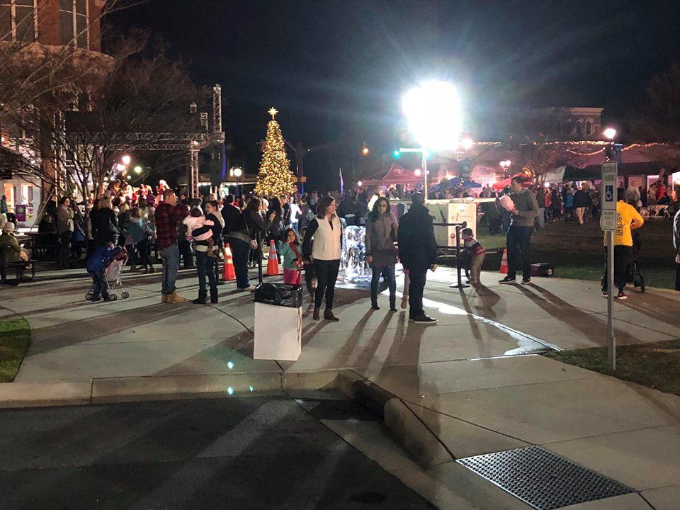 A 2017 HUNTERSVILLE CHRISTMAS