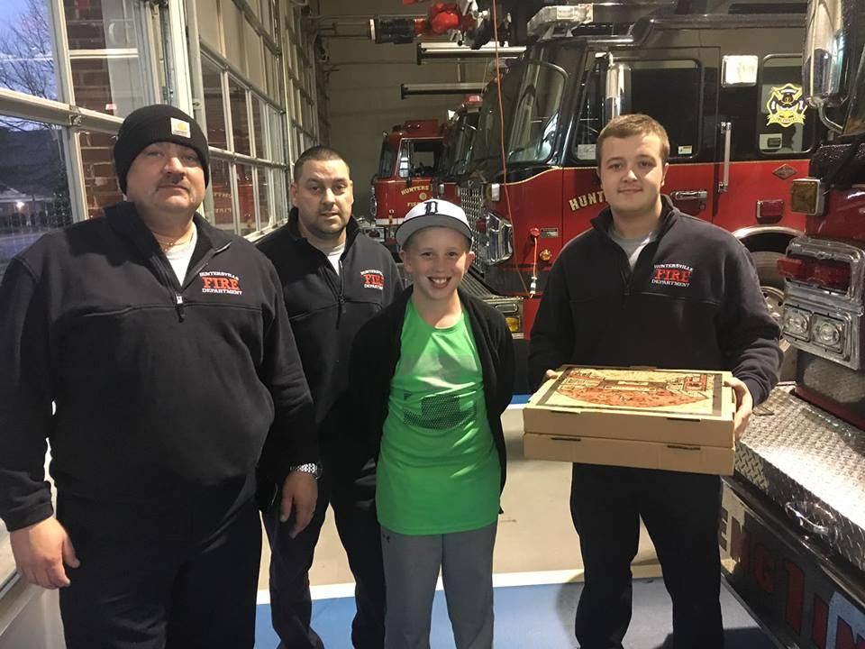AAA ENTERTAINMENT DROPS OFF PIZZA…